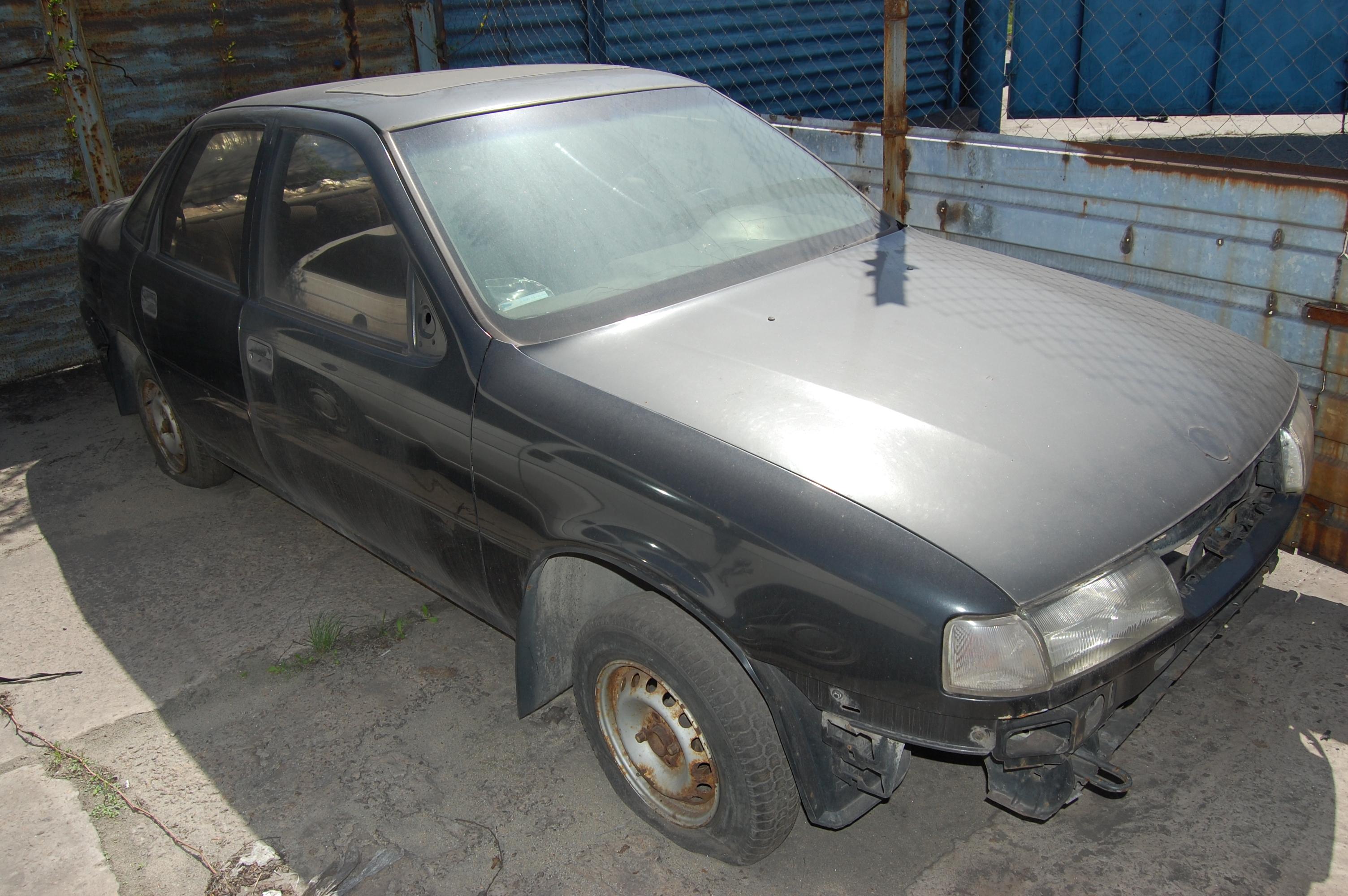 Легковий автомобіль OPEL VEKTRA, державний номер 17577НЕ, 1991 року випуску.