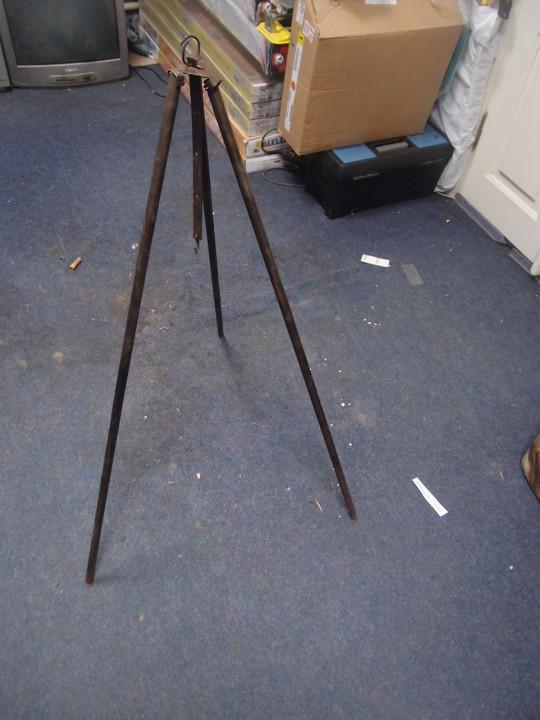 Тринога для казана, металева з регулятором по висоті, б/в
