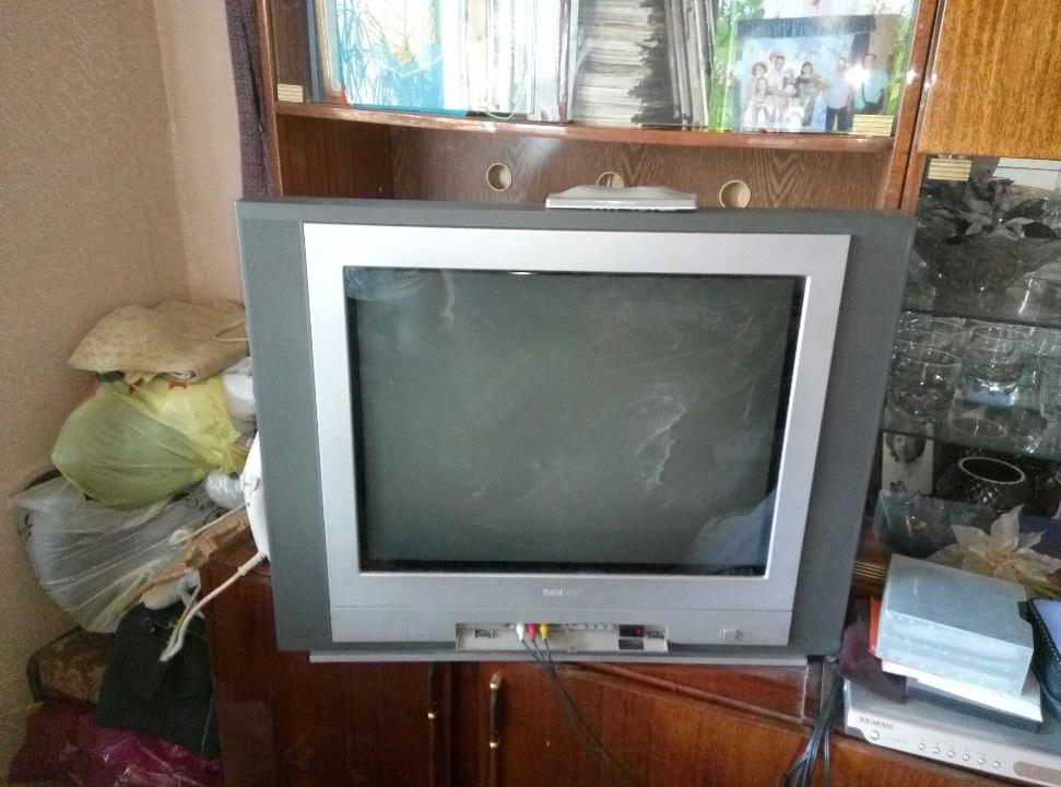 Телевізор Thomson, сірого кольору