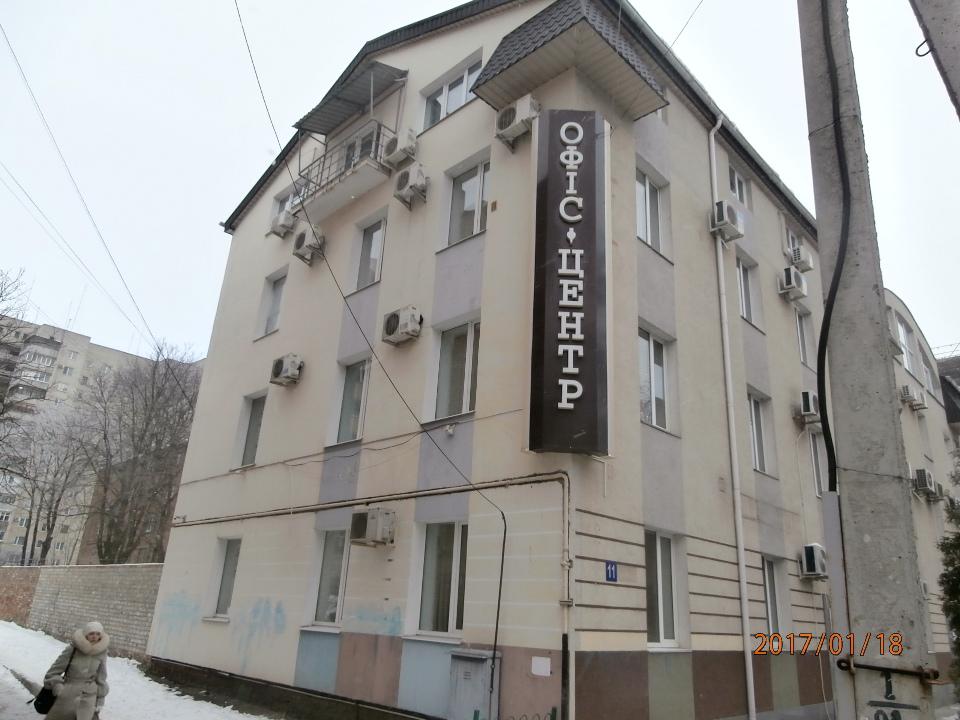 Предмет іпотеки. Перший-третій поверхи заг.пл. 1275,5 кв.м. у 4-х поверховій, нежитловій, цегляній, адміністративній будівлі за адресою: м. Суми, вул. Супруна, 11