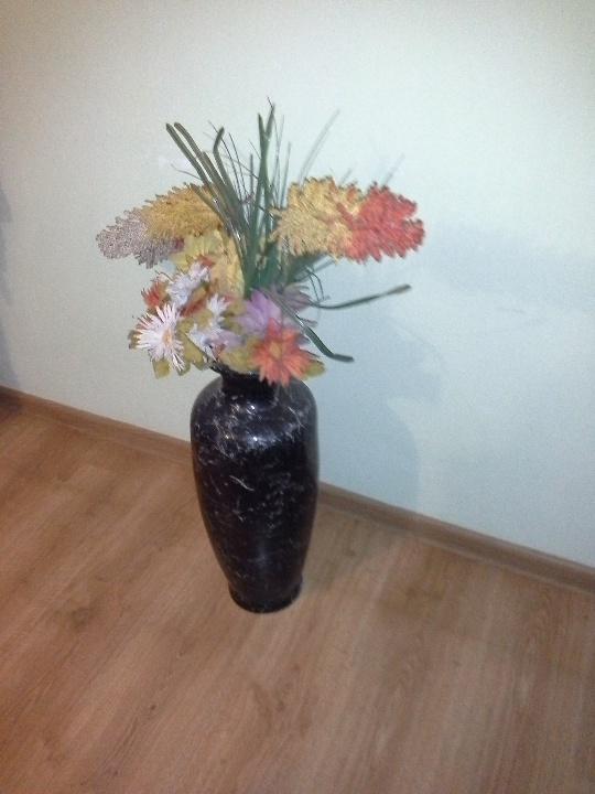 Керамічна ваза, темно-зеленого кольору , бувша у користуванні, в задовільному стані