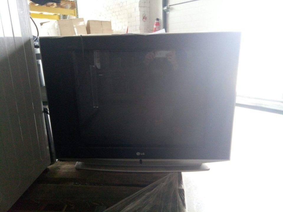 Телевізор марки LG, модель 29FS4RNX, чорно-сірого кольору в кількості 1 шт.