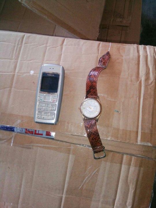 Мобільний телефон Nokia 1600 та годинник
