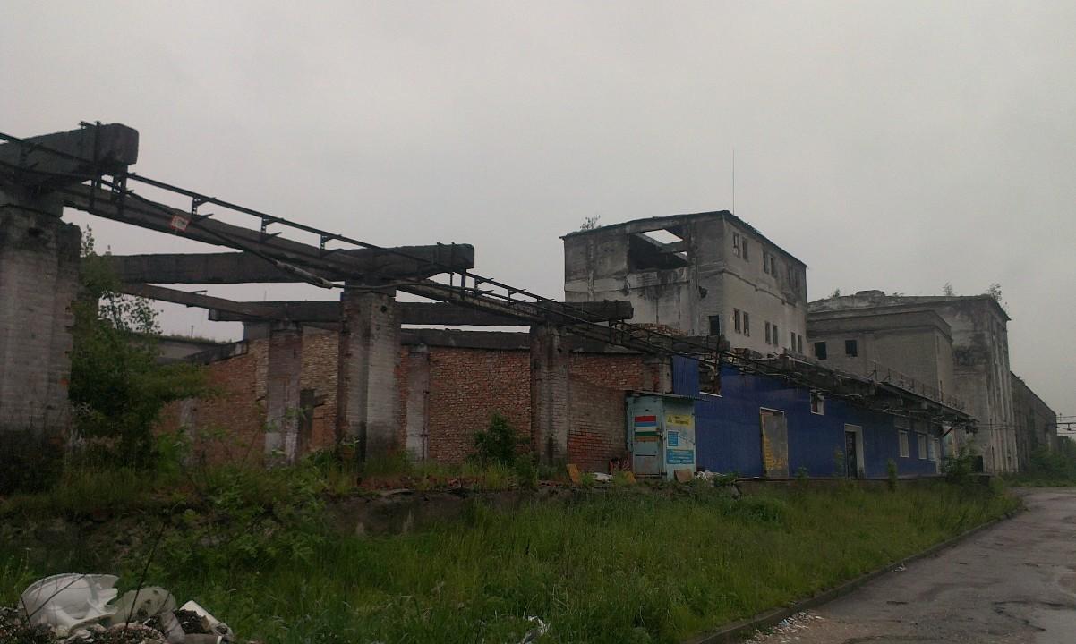 Предмет іпотеки. 21/100 частки будинковолодіння загальною площею 5762,7 кв.м., що складається з виробничої будівлі літ.