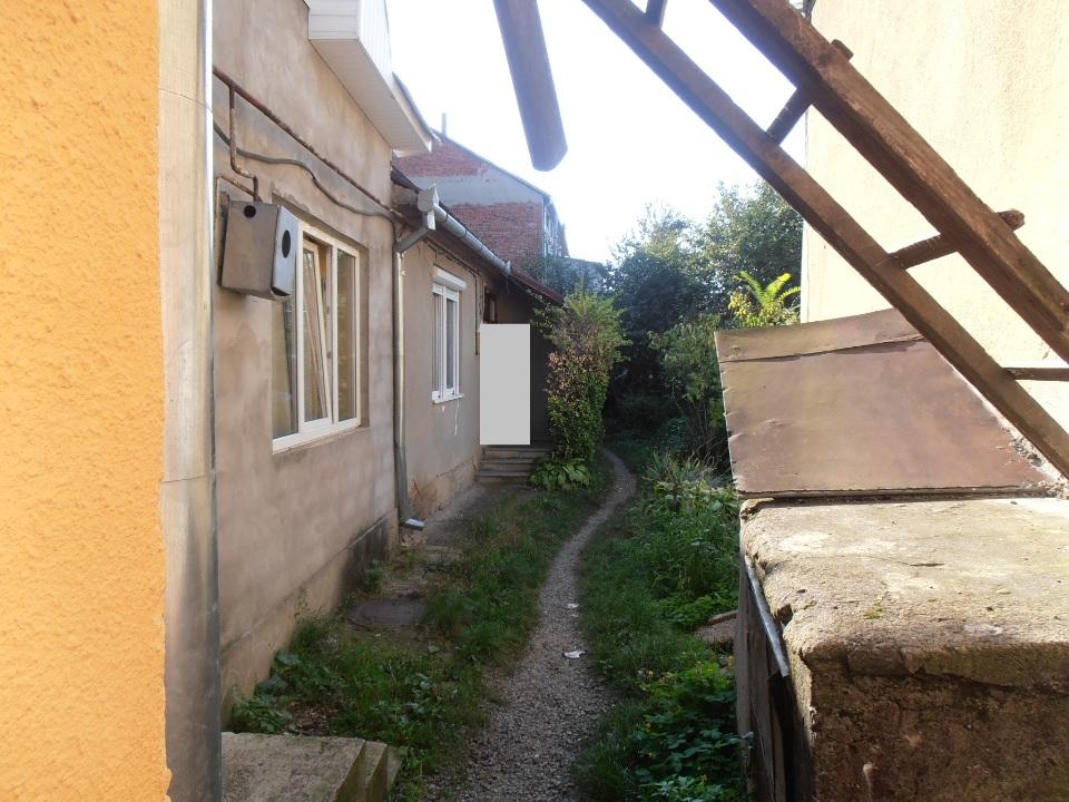 1/4 частка двокімнатної квартири, загальною площею 51.3 кв.м., що знаходиться за адресою: Закарпатська область, місто Мукачево, вул. Духновича, 12. кв. 32