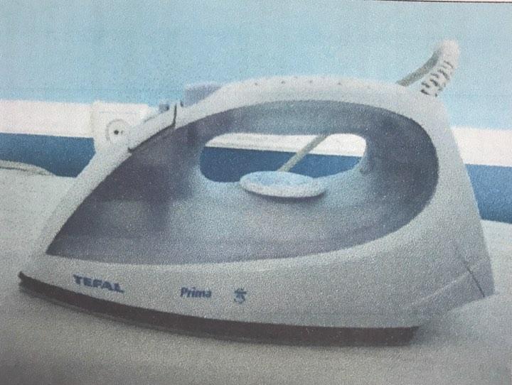 Аналоговий тюнер OPTICUM X80; тюнер VIASAT SRT 7710; праска TEFAL Prima; мікрохвильова піч SAMSUNG модель PG 832 R; кухня кутова бежевого кольору; витяжка Amica