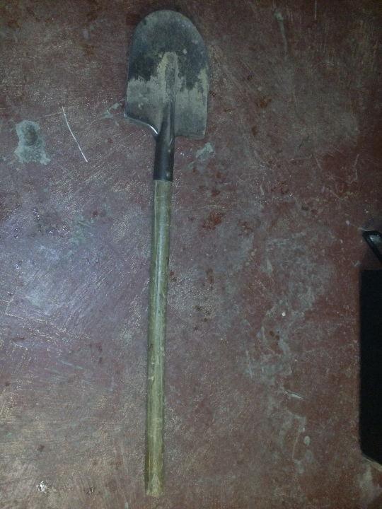 Штикова лопата у кількості 1 штука