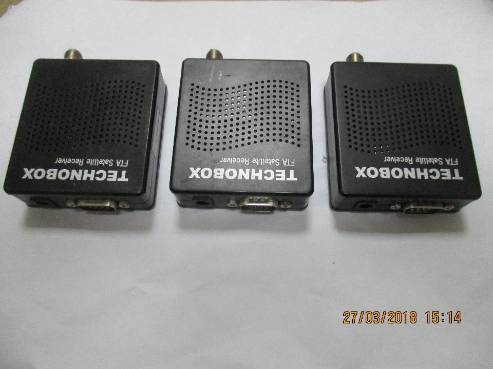Рухоме майно в кількості трьох штук (три ресивери Technobox FTA Satellite Receiver чорного кольору)