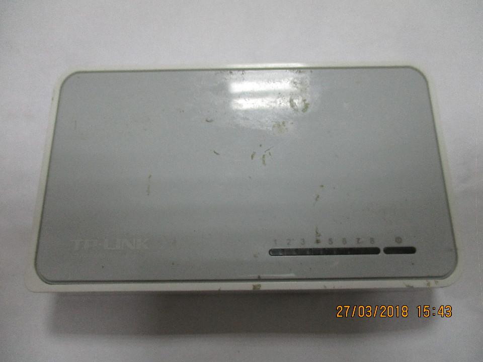 Портовий настільний комутатор TP-Link, модель TL SF 1008D, S/N:2145282001929