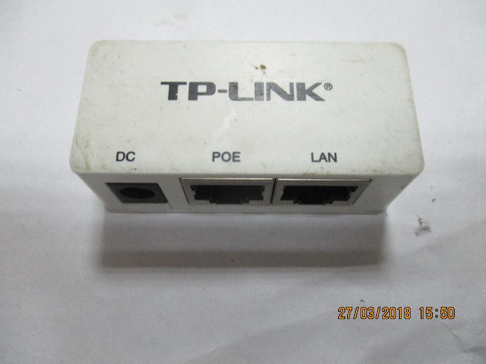 Адаптор TP-Link білого кольору на 2 вихода