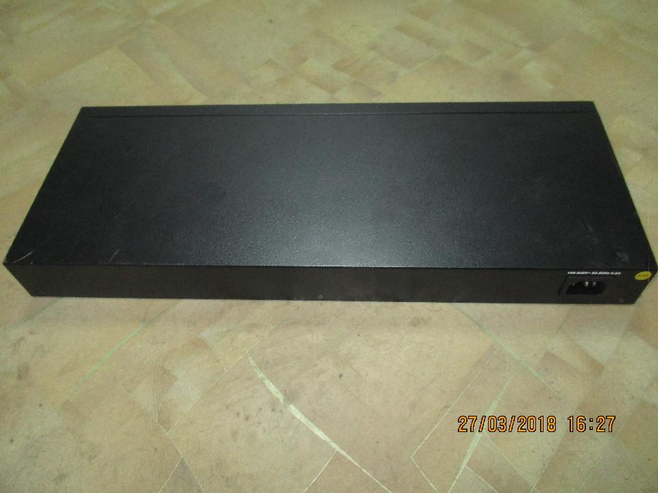 Комутатор Edge Core ES3528M