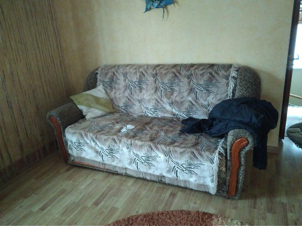 М'яка частина (диван, два крісла), мікрохвильова піч