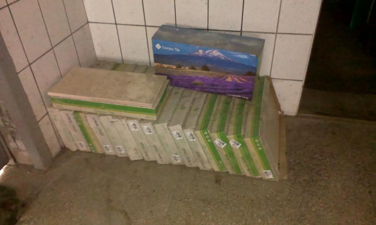 Керамічна плитка бежевого кольору GOLOLEN Tile, з яких: 1 упаковка в кількості 4 плитки декорної, 16 упаковок плитки, колір - бежевий, 2 плитки, колір - бежевий, без упаковки
