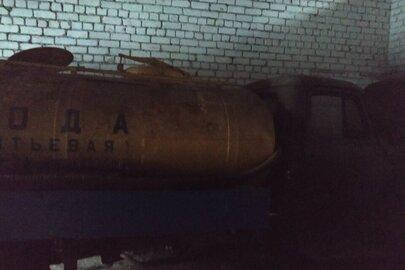 Вантажний автомобіль: ГАЗ 53 (молокоцистерна), 1990 р.в., зеленого кольору, ДНЗ: 05267АР, VIN: ХТН531200L1388087