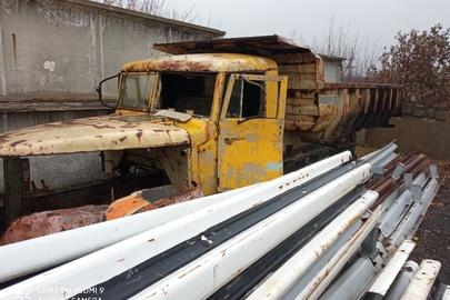 Вантажний автомобіль: КРАЗ 256 (самоскид), жовтого кольору, 1992 р.в., ДНЗ: 05580ЕВ, VIN: XIC0256БIN0T26394