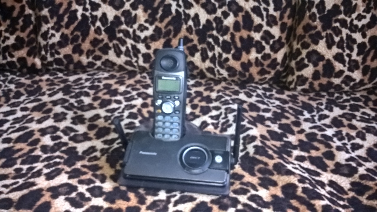 Телефон марки PANASONIС модель KX-TCD28UAT