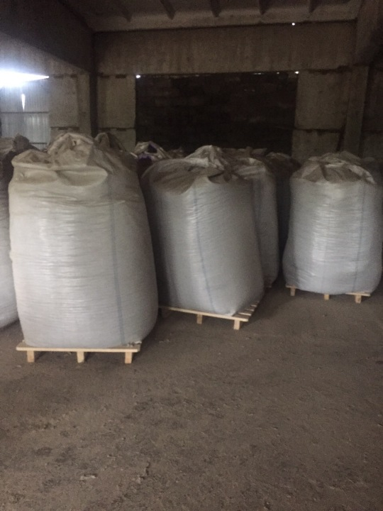 Паливні гранули (пелети) з деревини хвойних дерев, загальною вагою 1 тонна (упаковка біг-бег)