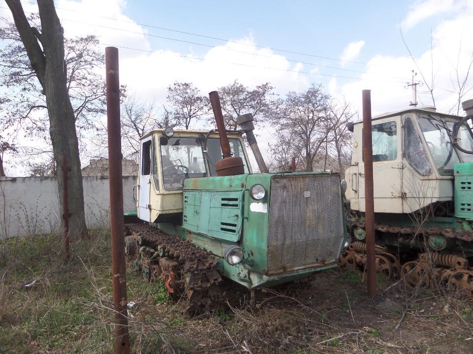 Трактор гусеничний Т-150, рік випуску 1982, № шасі (ідентифікаційний номер) 462427, колір бежевий, ДНЗ 06484АВ