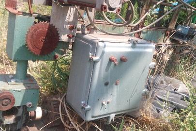 Укупорочний напівавтомат з транспортером