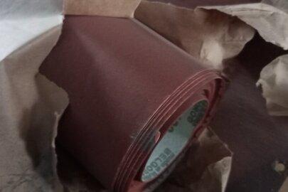 1 рулон неводостійкої шліфувальної шкурки на паперовій основі, розміром 1420 мм х 20 м, КР10С, Р400 - 28,4 кв.м
