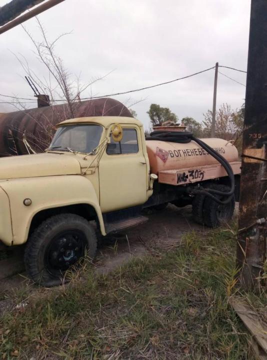 Вантажна цистерна марки ГАЗ 52, 1980 року випуску, жовтого кольору, державний номер 06101НР, № шасі (кузов, рама) 0341689