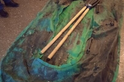 Гумовий човен зеленого кольору, з двома веслами, б/в