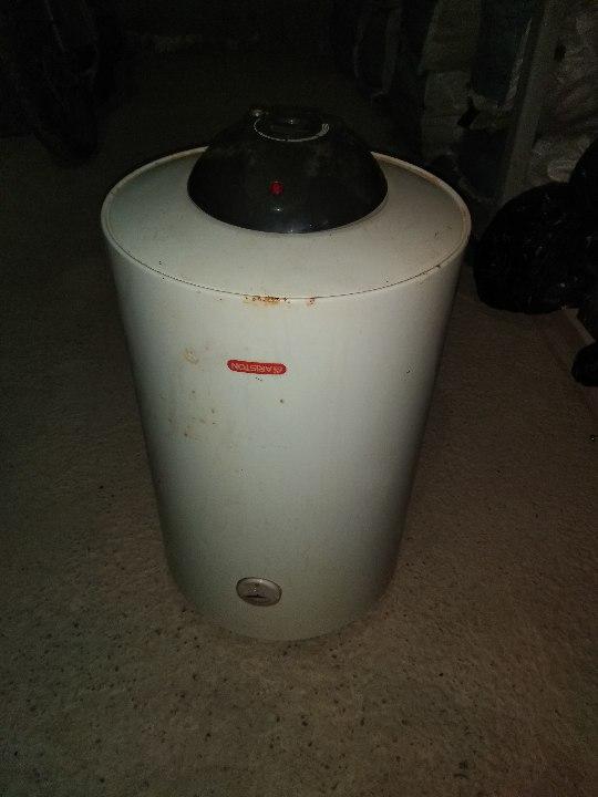 Бойлер марки Ariston, модель SG80RPL об'ємом 80л