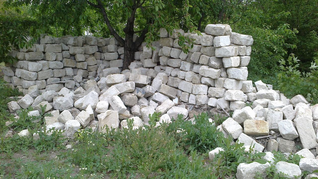 Камінь-ракушняк бувшого використання в кількості 850 штук