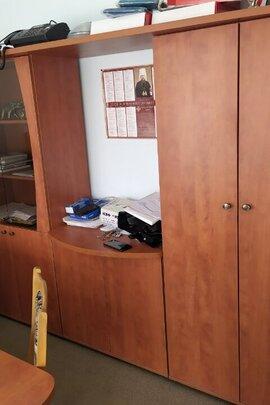 Меблі (в кількості 35 шт.) та сейфи (в кількості 12 шт.), бувші у вжитку