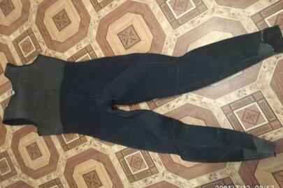 гідрокостюм на шлейках чорного кольору, у незадовільному стані, бувший у користуванні