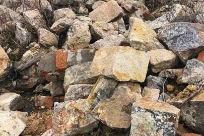 Камінь бутовий в кількості 450 тонн