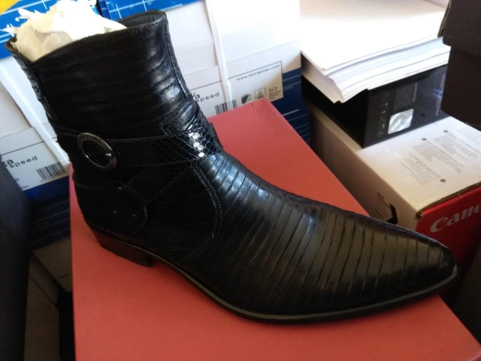 Міжсезонне  чоловіче взуття, чорного кольору, 42 розміру