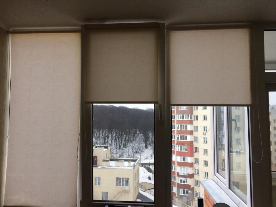Віконні ролети в кількості 3 шт.