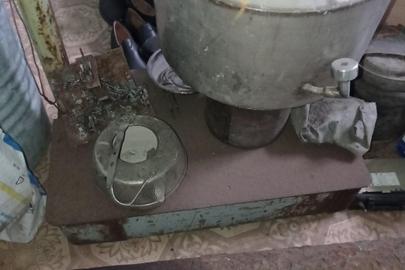 Металобрухт чорного металу загальною вагою 123кг, підлогові металеві ваги 1 од. б/в
