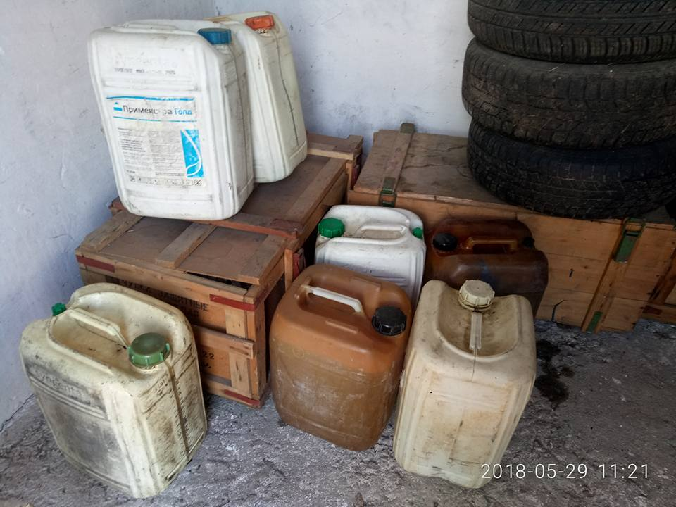 Дизельне паливо (140 л.) та каністри пластмасові, ємкістю 20л., б/в (7шт.)