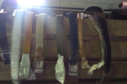 Ремені поясні з пряжкою у кількості 530 шт. різного кольору з різних матеріалів