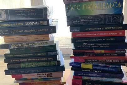 Книги у кількості 5571 шт. різних жанрів та найменувань