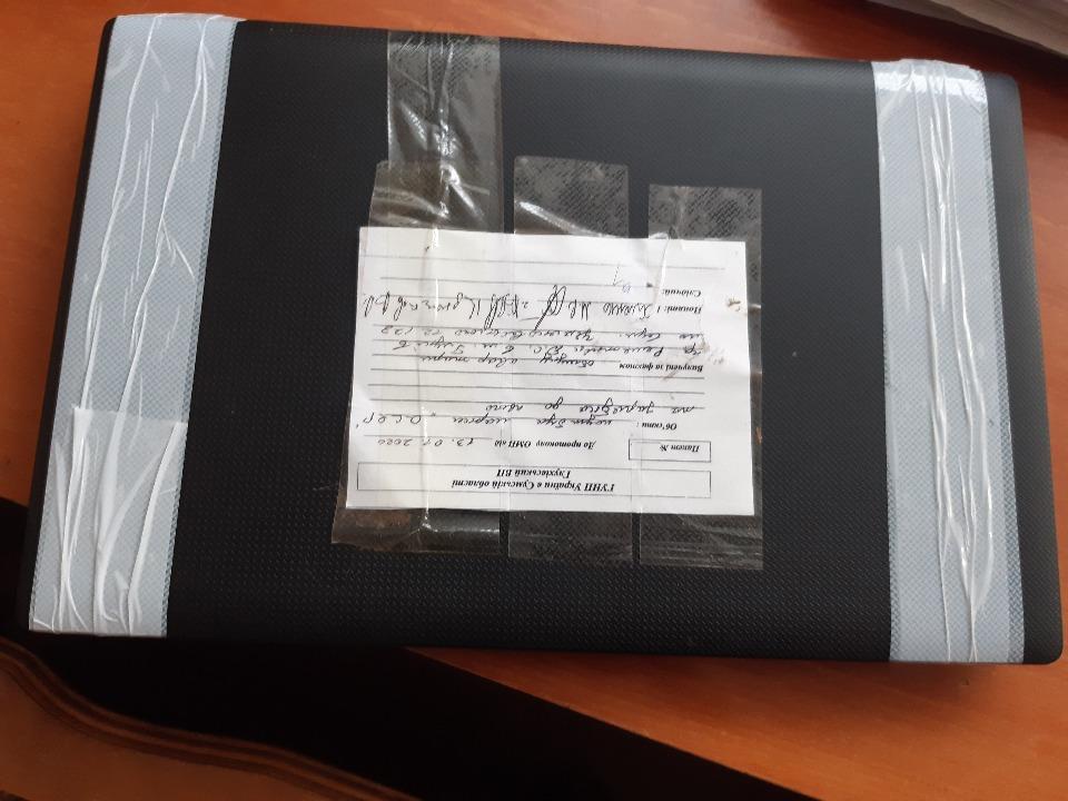 Ноутбук марки «Aser», чорного кольору, із зарядним пристроєм, у неробочому стані