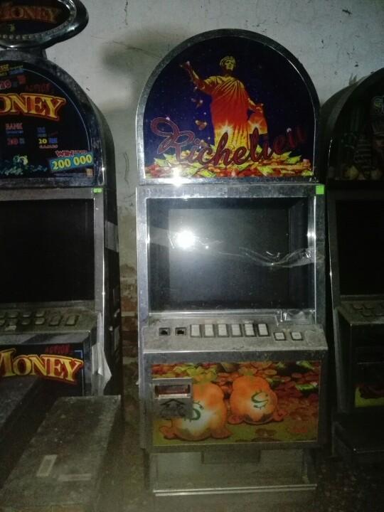 Ігрові автомати  - 10 шт., б/в