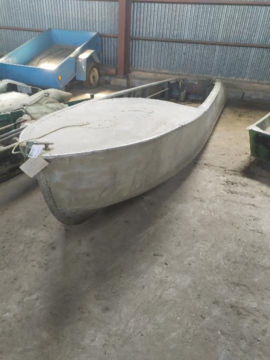 Транспортний засіб металевий човен