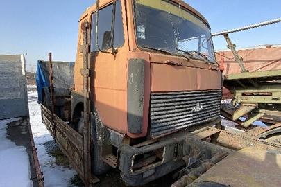 Вантажний автомобіль марки МАЗ, модель: 54323, 1995 року випуску, д.н.з. 09572 ІВ, кузов номер 9222000S032345МТХ, червоного кольору