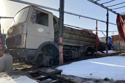 Вантажний автомобіль марки МАЗ, модель: 5551, 1994 року випуску, д.н.з. 2922 ИФО, кузов номер: 39804, бежевого кольору