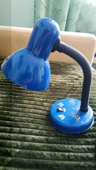 Лампа настільна синього кольору