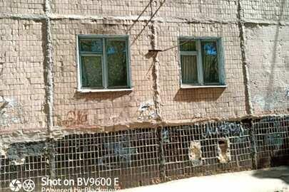 Трикімнатна квартира, загальною площею 59,2 кв.м., за адресою: Харківська обл., м. Лозова, мікрорайон 1, буд. 18, кв. 48
