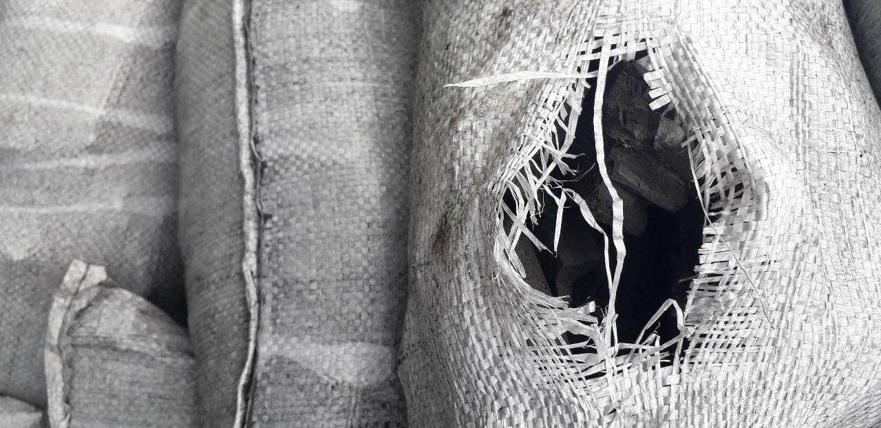 Вугілля деревне листяних порід вагою 18 тон