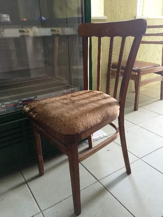 Стілець з тканинною оббивкою, коричневого кольору, б/к