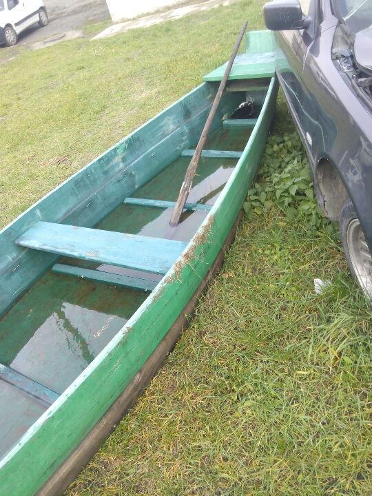 Човен дерев'яний та весло дерев'яне, б/в