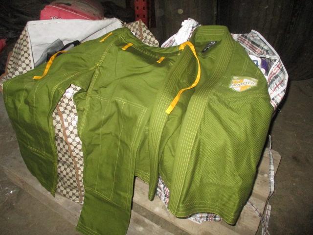 Костюми кімоно в комплекті (куртка, штани, два пояси) чоловічі, 15 комплектів