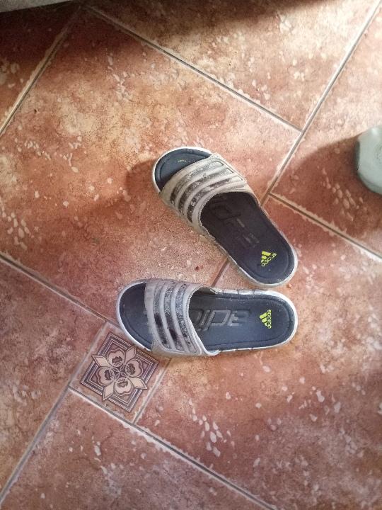 Взуття літнє білого кольору - 1 пара, б/в