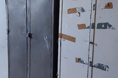 Шафа металева для одягу (дводверна) , б/в, в кількості – 22 шт.